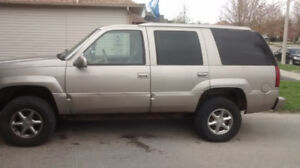 1999 Cadillac Escalade in EXCELLENT condition with LOW mileage