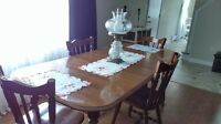 beautiful kitchen table n 4 chairs n 2 leafs