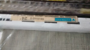 """BRAND NEW Mastercraft 24"""" White and Brown Single Track Upright"""