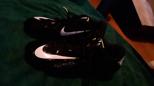 Men's Nike Football  Cleats Great Condition size 9 1/2