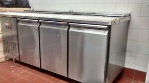 Équipements restauration: frigos, machine espresso $250++