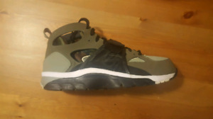 NIKE shoes AIR TRAINER HUARACHE (US 10) (Barely Used)