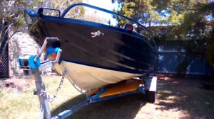 Boat,Tinny, 4.3m,reef buster,stabilizing, good for parents & kids