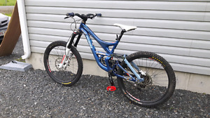 Downhill mountain bike  5000 new with upgrades