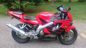 2000 Honda cbr 600 F4 (with 2001 F4i tail section) NEEDS TO GO!!