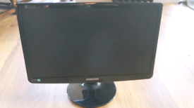 Samsung 21.5 inch wide-screen LED monitor with stand