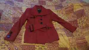 Negociable ***Manteau chic rouge medium marque snap. 50 $