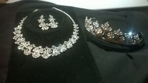 necklace, crown, earings