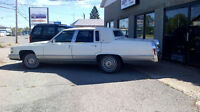 1992 Cadillac Brougham Berline White on white/Blue int