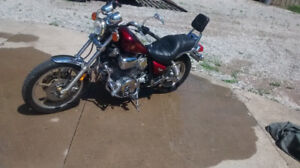 ** Yamaha Virago 1000cc bike w back seat low KM, runs good