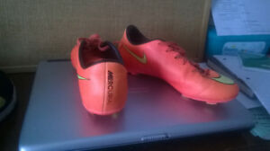 NIKE MERCURIAL SOCCER CLEATS/SHOES FOR BOYS SIZE 5