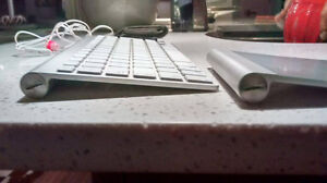 Damaged, possibly broken Apple bluetooth keyboard and trackpad
