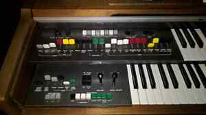 Mint condition Yamaha Organ