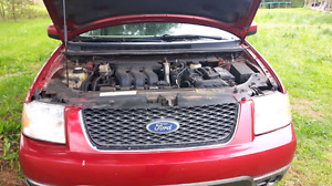 2005 Ford freestyle AWD SEL up for Parts