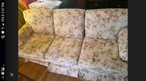 great condition very comfortable couch
