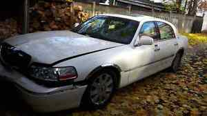 Parting out 2003 Lincoln Town car Cartier Cambridge Kitchener Area image 1