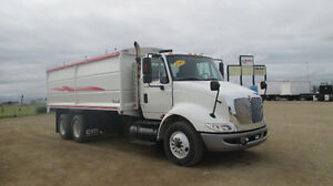 2009 IH 8600 Auto-shift c/w NEW CIM ULTRA II Grain Box