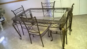 Dining Room/Kitchen Table & Chairs
