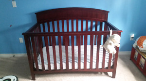 GRACO Crib & Change Table Set