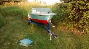 Chestnut Canoe speedboat