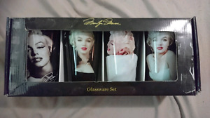 NEVER USED, COLLECTOR'S MUST-HAVE MARILYN MONROE 16OZ GLASS CUPS