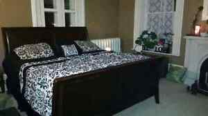 King size Sleigh Bed ☆ Includes mattress/box spring & bedding