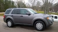 One owner : Ford Escape mint - new price