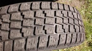 4 pneus hiver sur 4 jantes 15 pouce``205 65 R15``