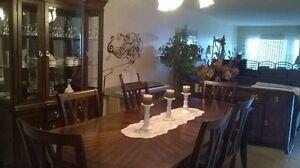 Luxueux mobilier de salle à manger