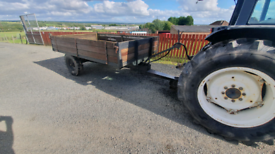 Tractor drop side tipping trailer with new hydraulic hose