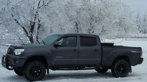 2014 Toyota Tacoma TRD SPORT - LOADED WITH EXTRAS