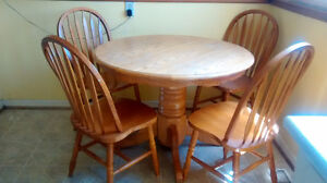 Oak kitchen round table and 4 chairs