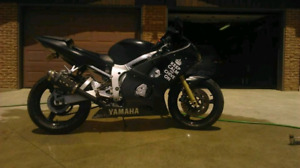 Yamaha R6 2000 600 3000$ NEGO