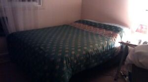 Double bed (like new) - Lit double (comme nouveau)