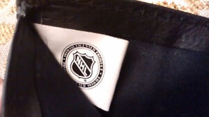 NHL Leather Wallet With Embossed Vancouver Canucks Logo – Black Downtown-West End Greater Vancouver Area image 9