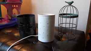 Scentsy burner with 2 shades