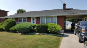 3 BDRM STONEY CREEK FAMILY HOME CLOSE TO  EVERYTHING