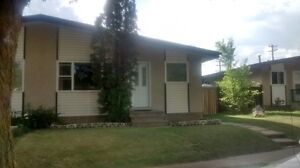 4 BED 2 BATHROOM, DUPLEX FOR RENT, AVAILABLE NOW