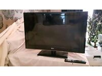 """32"""" LG LED cinema 3D TV with remote and 3D glasses"""