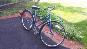vintage womans crusier refurbished and ready to ride!