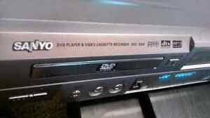 SANYO DVD / VHS Video Player  SANYO DVD / VHS Video Player with