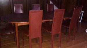 Beautiful dining room set/Magnifique salle à manger