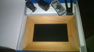 7'' LCD Picture/Video Frame *With Remote*