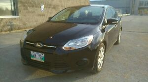2013 Ford Focus SE Sedan Fully Loaded with low 43km Heated Seats