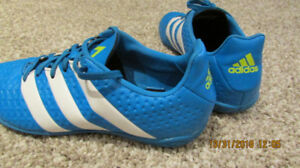 Indoor soccer shoes size 6 (youth)
