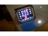 iPad 2-16gb, with Bluetooth keyboard and case
