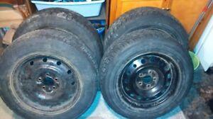 4 pneus d'hiver sur jantes – 215/65R16 – 4 winter tires on rims
