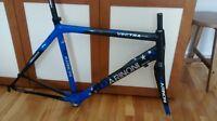 Cadre et Fourche de vélo Marinoni Super Vectra (tout carbone)