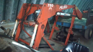 ALLIED 780  LOADER AND BUCKET FOR FARM TRACTOR