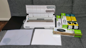 Excellent condition Fellowes Starlet 90 binding machine with accessori